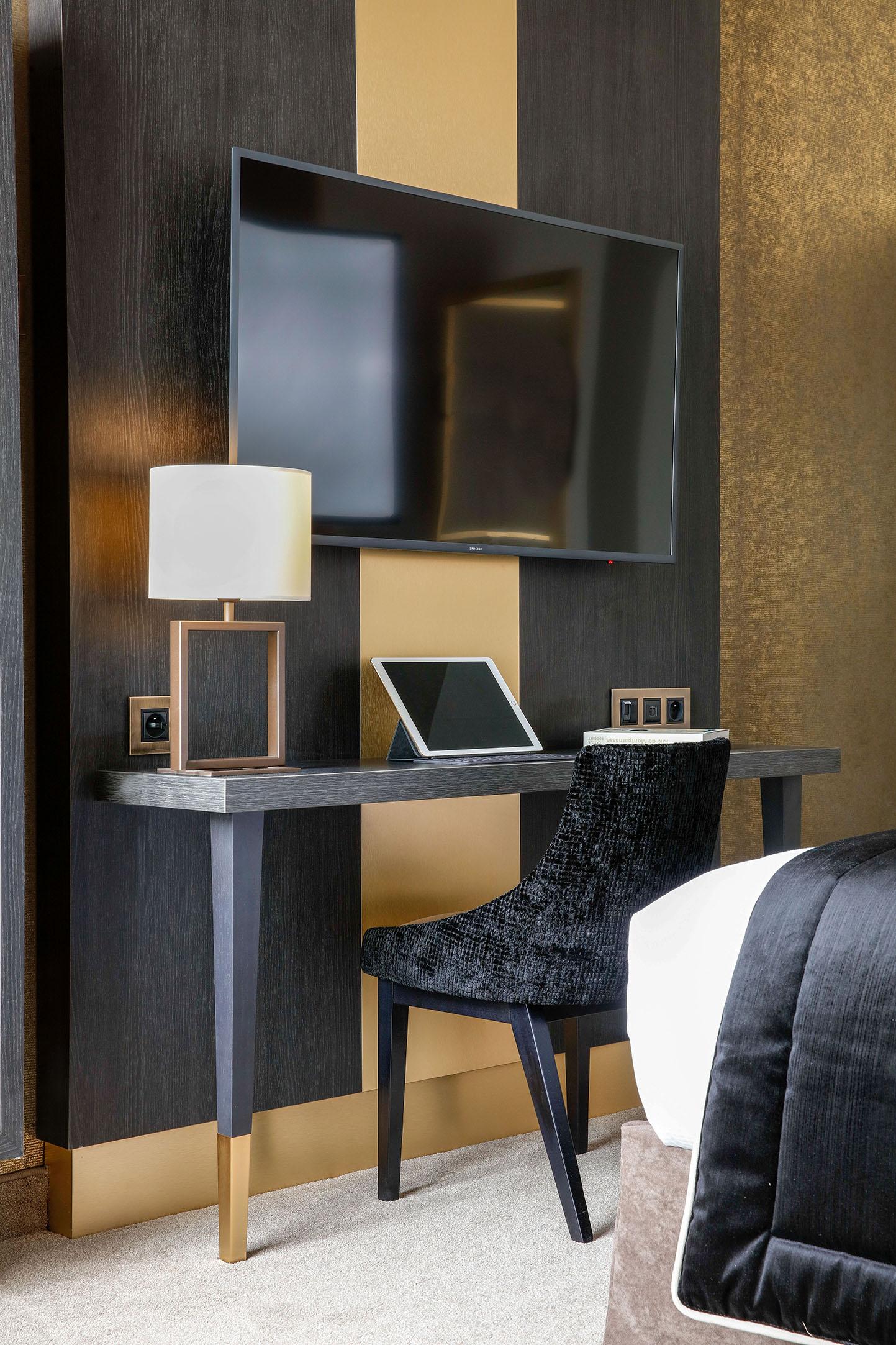 chambre-deluxe-televiseur-tablette