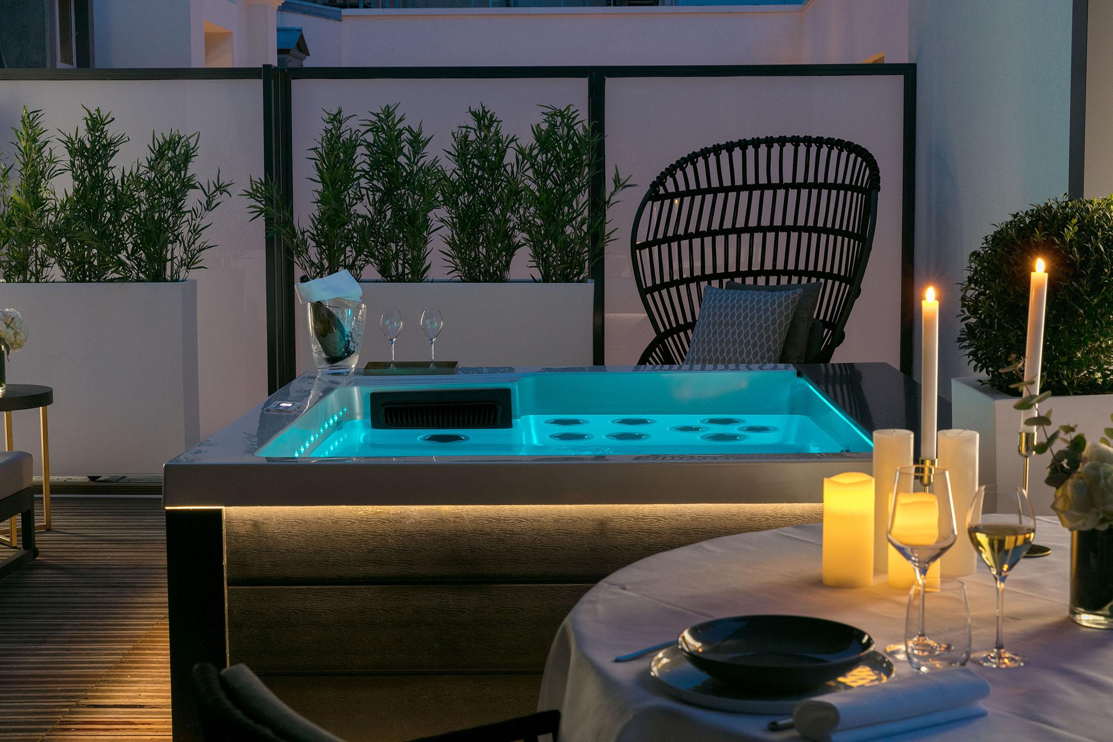 suite-niepce-terrasse-jacuzzi-nuit-01